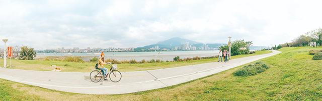 Tamsui River Left Bank Bike Path - New Taipei City